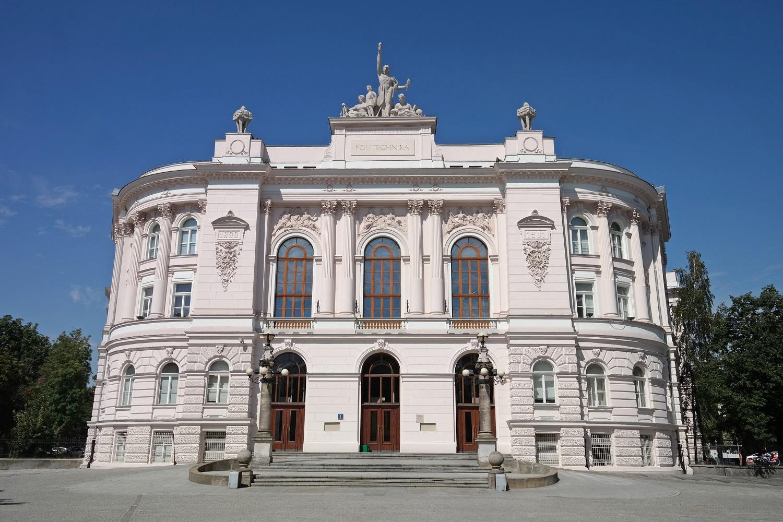 Budynek politechniki Warszawskiej.